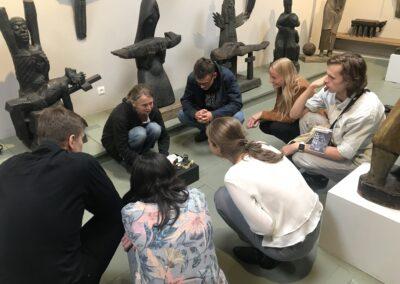 Magda Rząsa ZStudentami Seminarium MOC GÓR