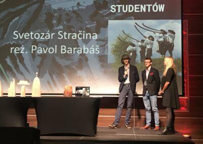 Piękna Chwila NaScenie. DrMirella Kurkowska Jako Prowadząca Galę 16 Miedzynarodowego Festiwalu Filmowego MOC GÓR ZeSwoimi Studentami .