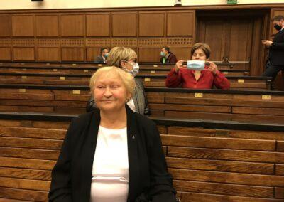 Od dołu: Ewa Tomaszewska (była posłanka naSejm, była Senator RP iposłanka doPE, odlat współpracująca zCE), mgrAnna Wleciał, drMariola Zalewska